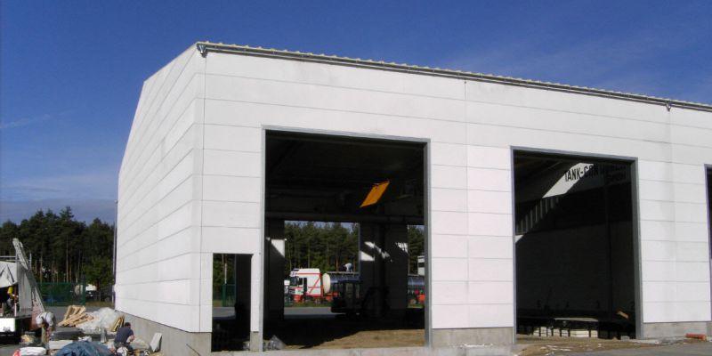 reparaturhalle626C6ED7-1DE0-5E10-CC2A-F709C44CC83C.jpg